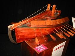 Модель лодки с