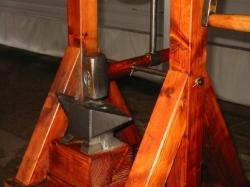 Автомат наковальня - молоток - модель по записям Леонардо