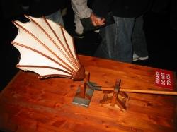 Машущее крыло - модель по чертежам Леонардо да Винчи